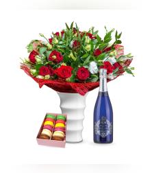 זר פרחים רומנטיקה קלאסית + ברטנורא מוסקטו + עוגיות מקרון