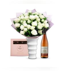 זר פרחים אהבה ראשונה + פרלינים Perly + יין