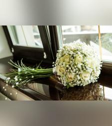זר כלה עם ורדים בלבן