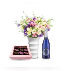 זר פרחים רכות מפנקת + שוקולד Perly + יין