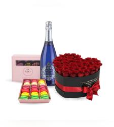 Love box בצורת לב + יין + מקרונים ושוקולד Perly