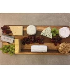 מגש גבינות כולל קרש חיתוך