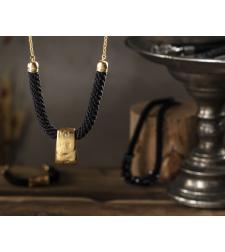 שרשרת שירה | תכשיט טרפז צר | תכשיט שחור & זהב