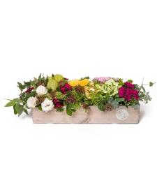 סידור פרחים בקופסה מעץ