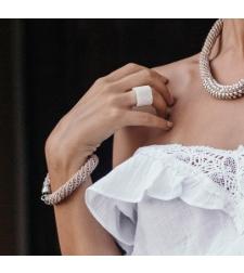 טבעת שחר | טבעת שזורה מחרוזים | טבעת לבנה
