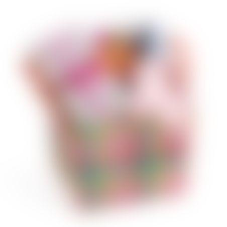 3# - כל אחד ישמח לבת : סל צבעוני קלוע המכיל קוביית סקרנות צבעונית אינטראקטיבית, שלישיית חיתולי טטרה וכובע לתינוק