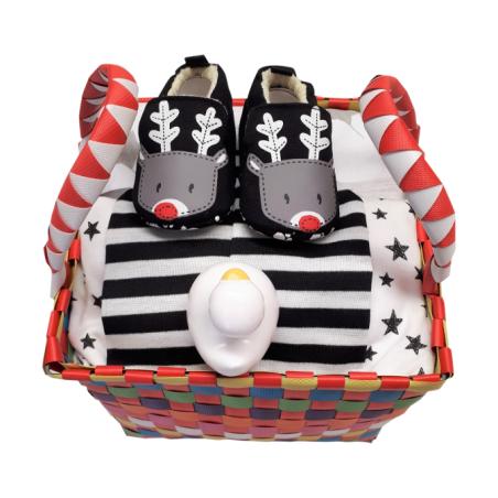 20# - שקט ורגוע לבת ולבן : סל צבעוני קלוע עם כירבולית טטרה ענקית בשחור-לבן, נעלי בית, כובע מפוספס שחור-לבן, ברווזון לאמבט