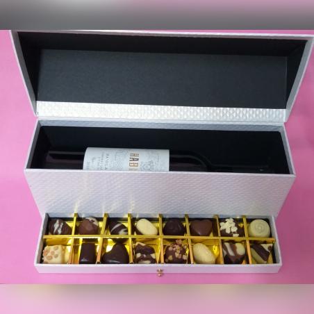 מארז מהודר - 16 פרלינים עם בקבוק יין איכותי