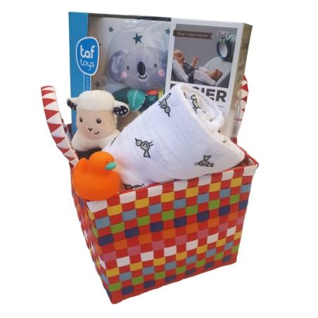 20#  - אהבה רכה לבת ולבן : מתנת לידה המכילה סלסילה לעיצוב החדר עם מראה בטיחותית לרכב, כירבולית טטרה רכה ענקית, רעשן טבעת וברווז לאמבט