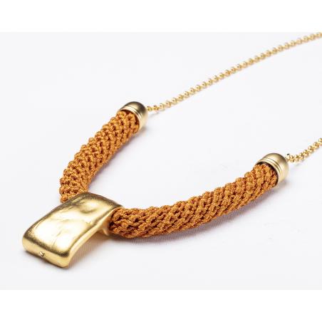 שרשרת שירה   תכשיט טרפז צר   תכשיט כתום & זהב