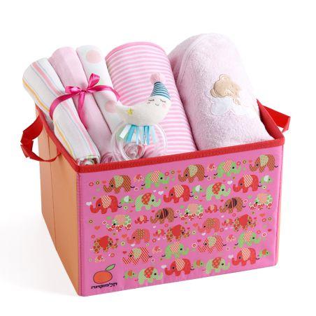 11# - מתנה לתינוקת המאושרת : שמיכה, קפוצ'ון מגבת, שלישיית חיתולי טטרה ורעשן טבעת בקופסת בד לצעצועים