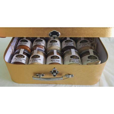עשרה ממרחים במזוודה