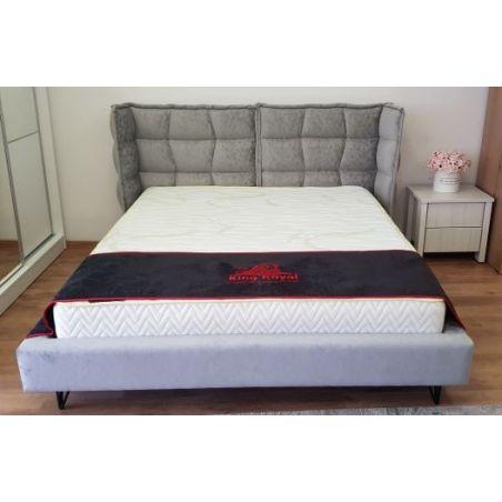 מיטה מרופדת בבלי