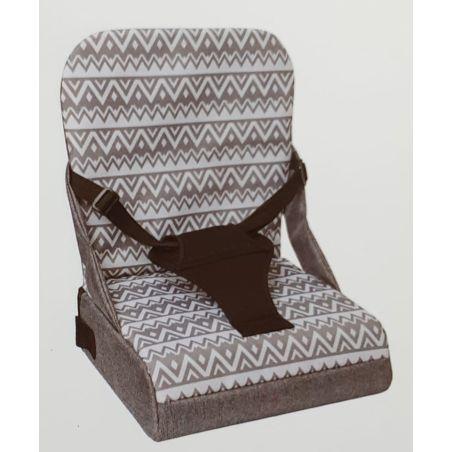 כיסא הגבהה על כיסא רגיל עם רצועות