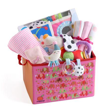 19# - אהבת אם לבת : ספר בד, שמיכה, חיתולי טטרה, בובה אינטראקטיבית, כובע ורעשן טבעת בקופסת צעצועים