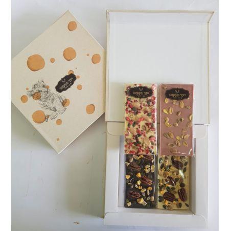 ארבע טבלאות שוקולד ופירות מתאים במיוחד לסוכות