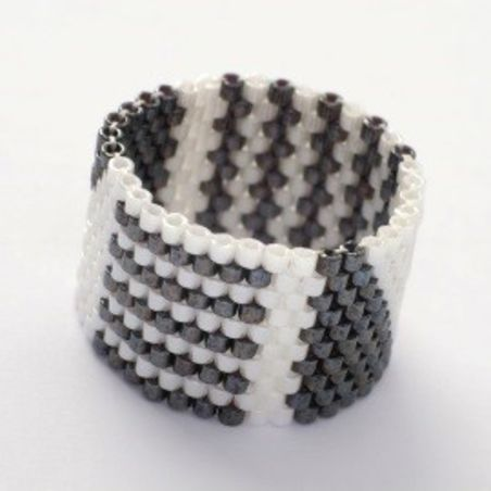טבעת שחר | טבעת שזורה מחרוזים | טבעת אפור & לבן