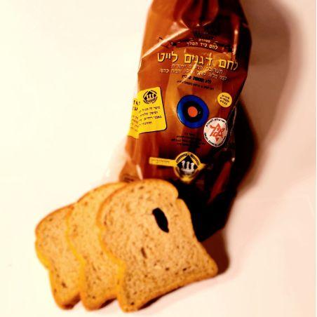 לחם דגנים לייט
