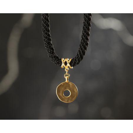שרשרת ענבר | תכשיט תליון עיגול עם חור | תכשיט שחור & זהב