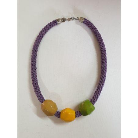 שרשרת טליה | תכשיט חרוזי טגואה | תכשיט סגול & צהוב & ירוק