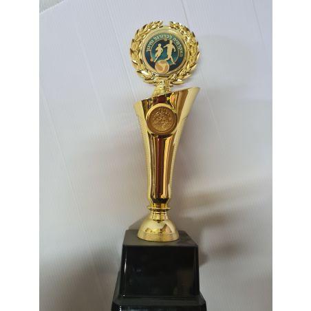 גביע כדורגל  עם לוגו הקבוצה