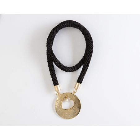 שרשרת יערה | תכשיט תליון לב ופנינה | תכשיט שחור & זהב