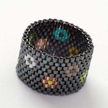 טבעת שחר | טבעת שזורה מחרוזים | טבעת פרחים צבעוניים