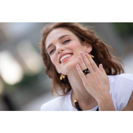 טבעת שחר | טבעת שזורה מחרוזים דגם פרחים | טבעת שחור & זהב