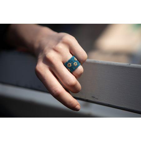 טבעת שחר | טבעת שזורה מחרוזים מוטיב פרחים | טבעת כחול & זהב