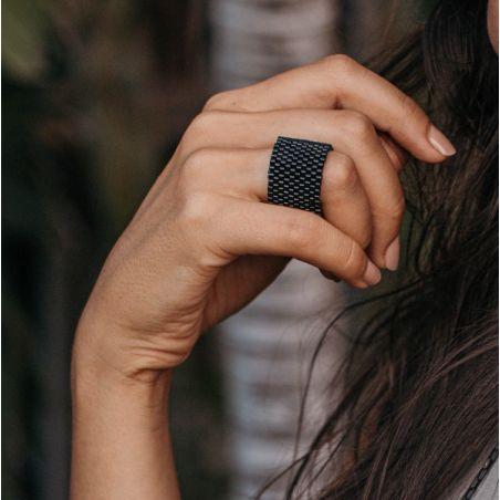 טבעת שחר | טבעת שזורה מחרוזים | טבעת שחורה