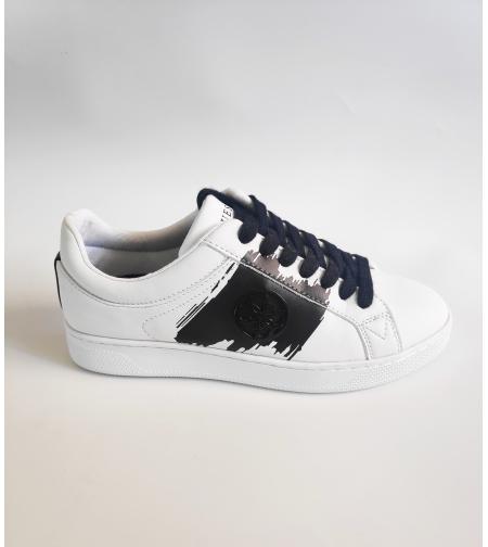 נעל GUESS לבן שחור