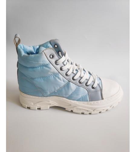 נעל גבוהה בצבע תכלת וסוליית טרקטור