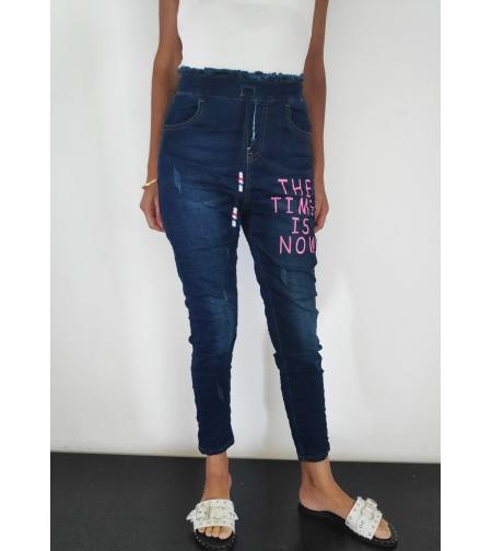 ג'ינס עם כיתוב