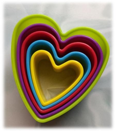 סט 5 חותכנים מפלסטיק בצורת לב
