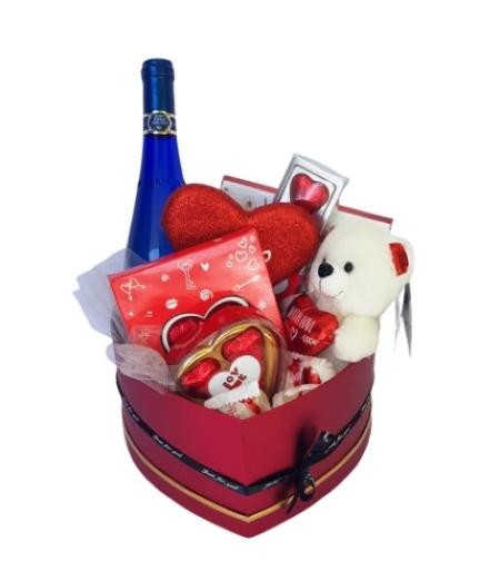מארז אהבה בקופסה לב אדום