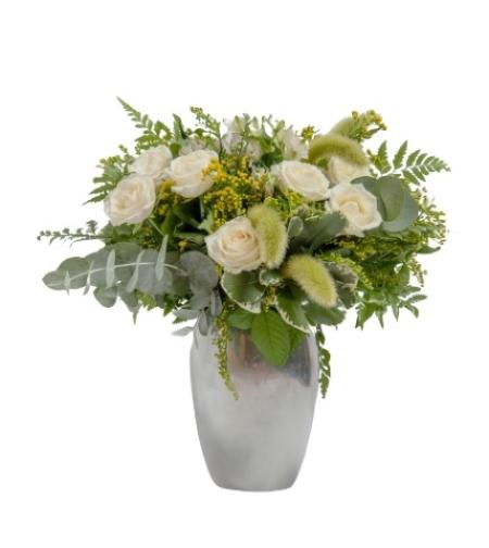 סידור ורדים לבן באגרטל