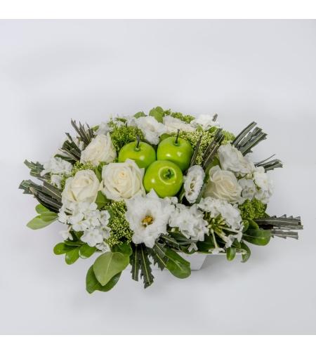 סידור פרחים לבן חגיגי