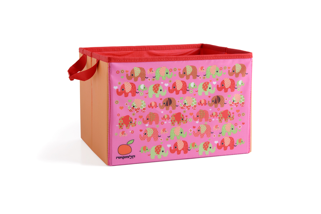 9# - מתנה לתינוקת המאושרת : שמיכה, קפוצ'ון מגבת, שלישיית חיתולי טטרה ורעשן טבעת בקופסת בד לצעצועים