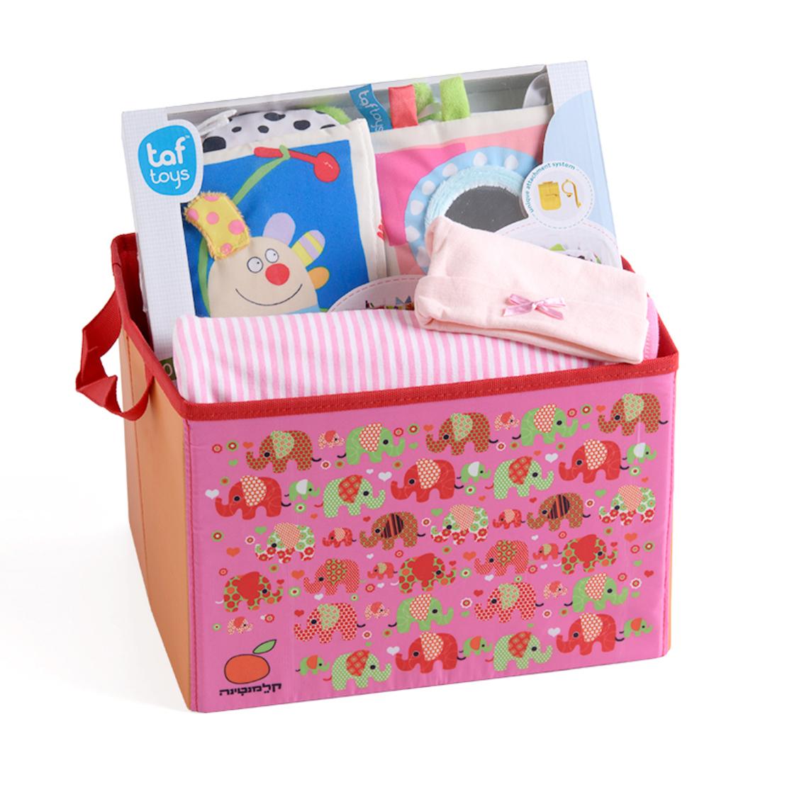 13# - התרגשות בלב לבת : חבילת לידה מרגשת ובה שמיכה, ספר בד וכובע בקופסת צעצועים