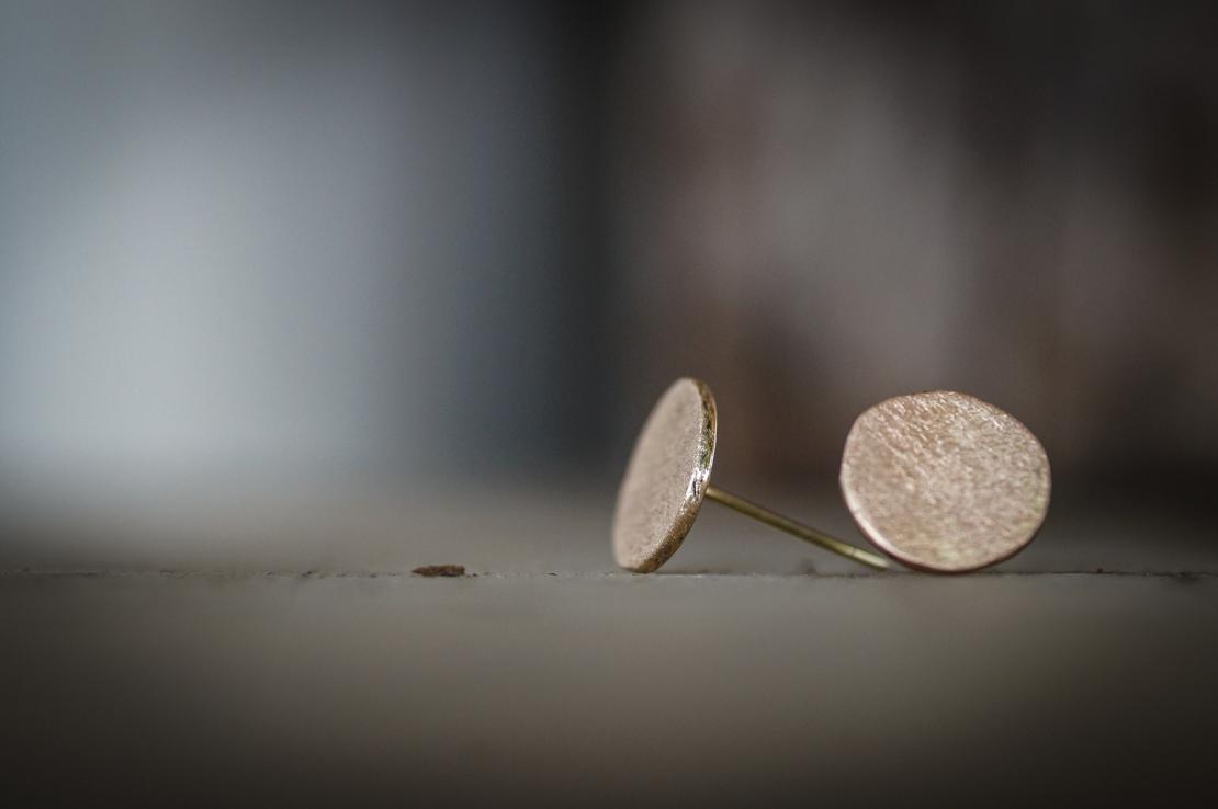 עגילי זהב עגולים
