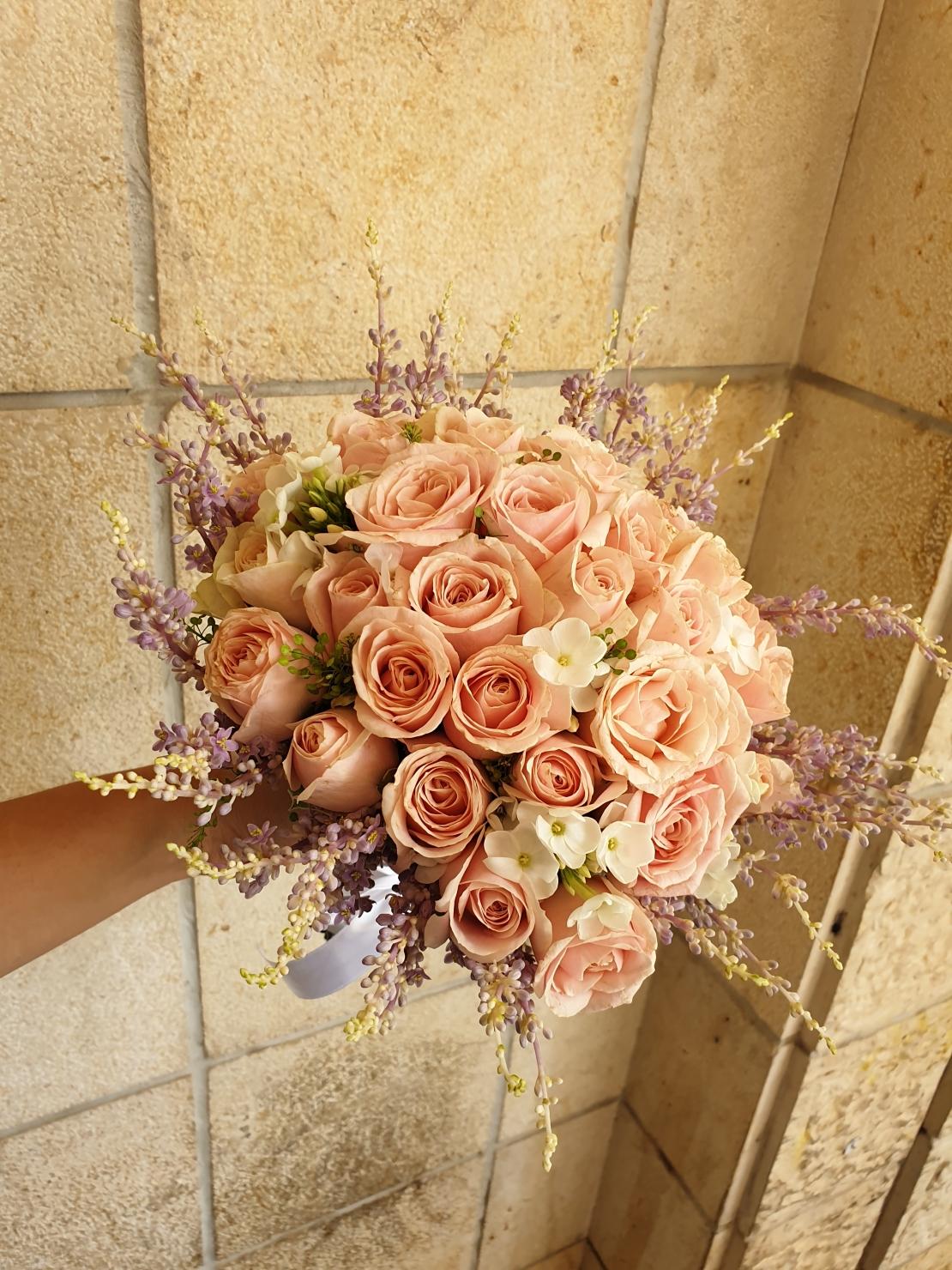 זר כלה ורוד עם ורדים