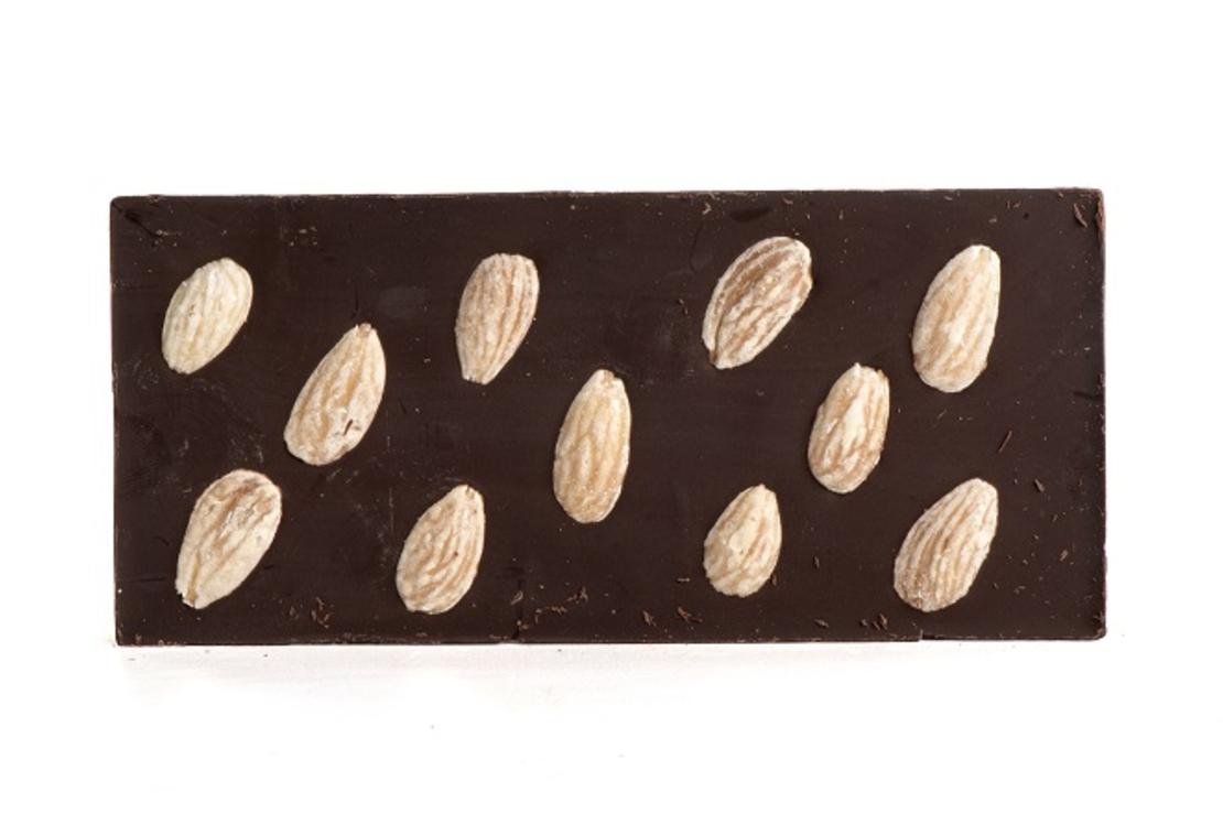 טבלת שוקולד מריר עם שקדים