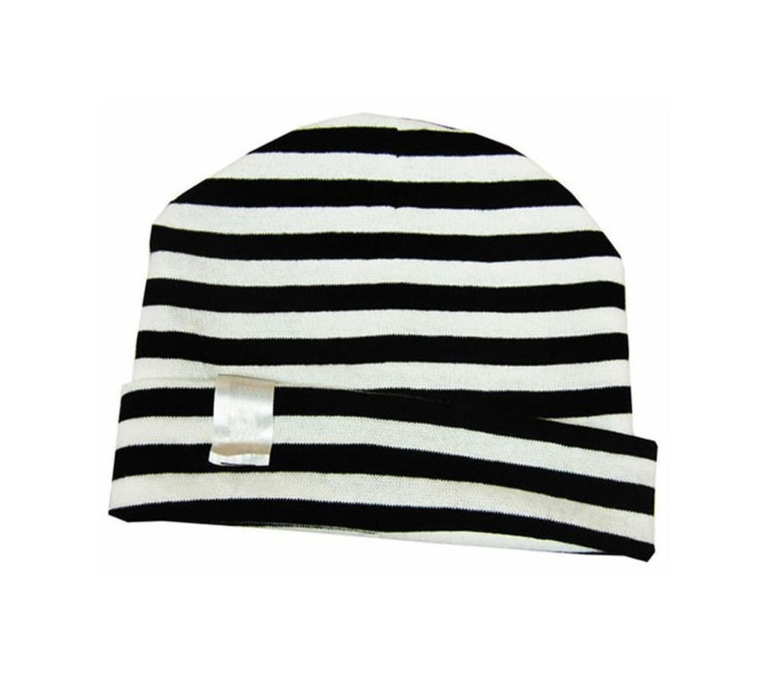 24# - דואט בסלסילת בד ופנדה / לבת ולבן : ערכה מפנקת בסל בד בשחור-לבן סינר בנדנה, כירבולית, כובע, מחזיק מוצץ, חליפת כותנה ומקל צפצפה