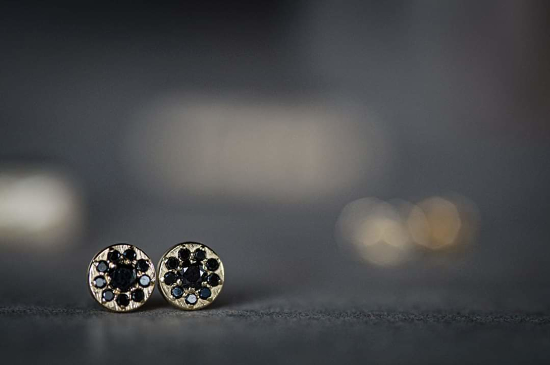 עגילי פרח יהלומים שחורים
