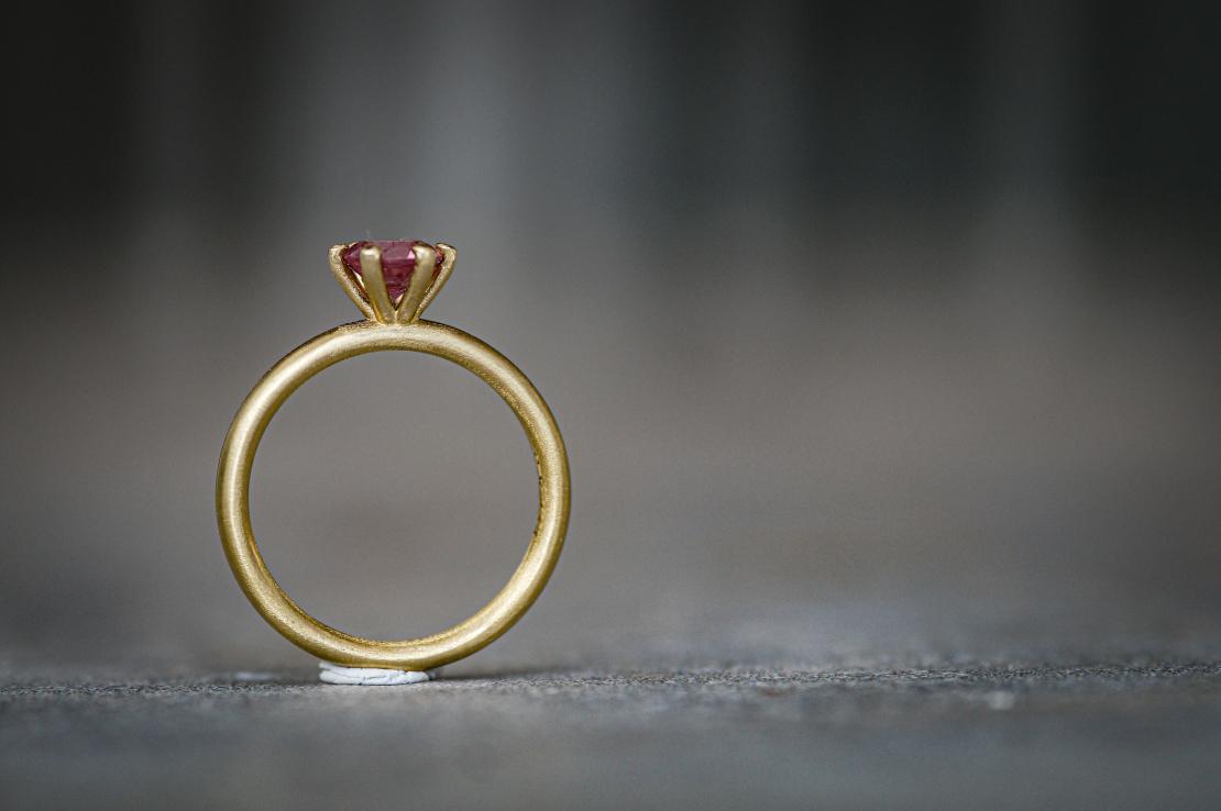 טבעת  בשיבוץ פרח אבן טורמלין