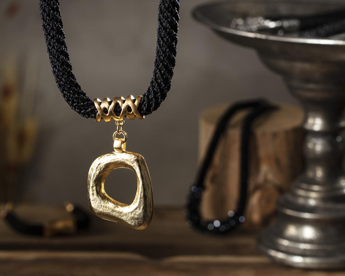 שרשרת ארוכה שחור / זהב - שירה