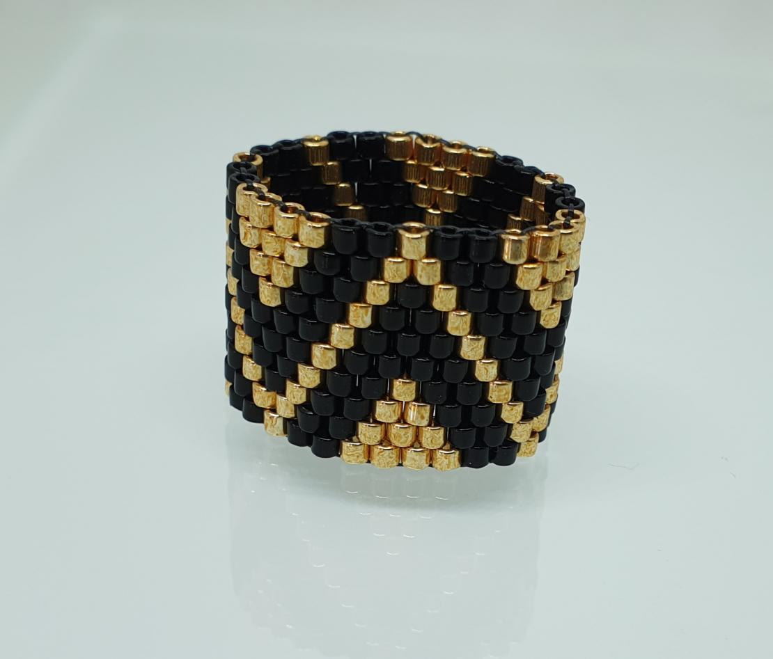 טבעת שחר | טבעת שזורה מחרוזים | טבעת שחור & זהב
