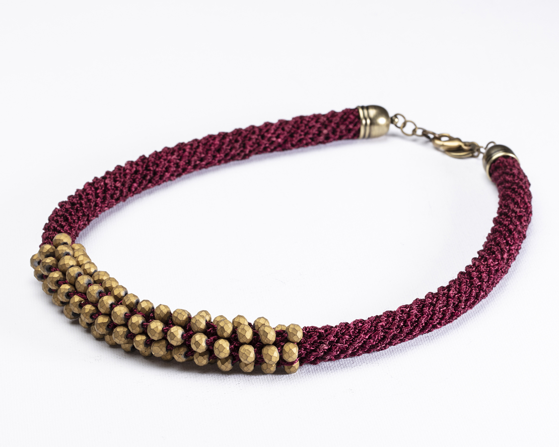 שרשרת אילה | תכשיט משולב קריסטלים | תכשיט בורדו & זהב שמפניה