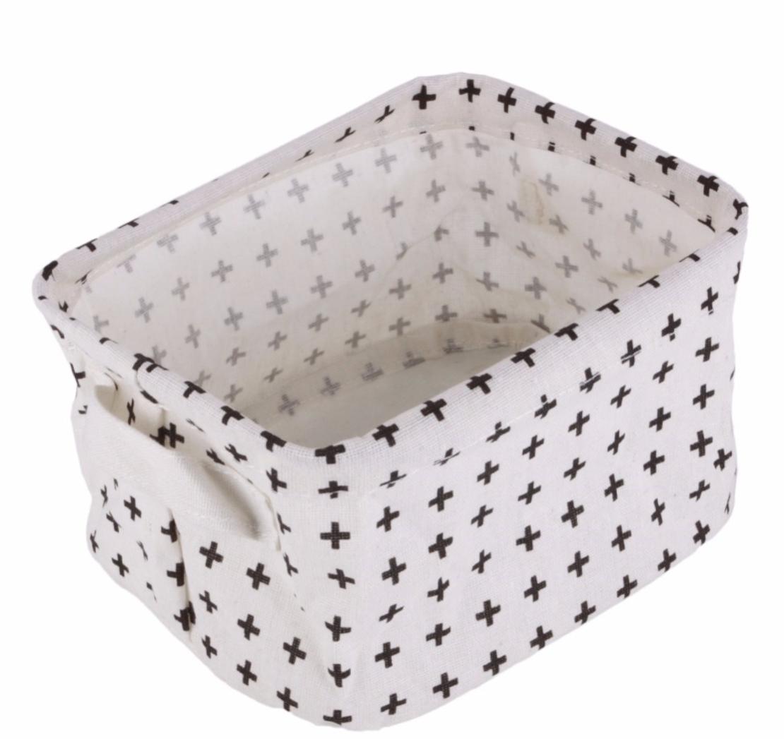 שי קט לתינוקת : דרישת שלום חמה ליולדת בסל בד שחור-לבן עם שני חיתולי טטרה צבעוניים, חליפת כותנה רכה בשני חלקים וברווזון לאמבט