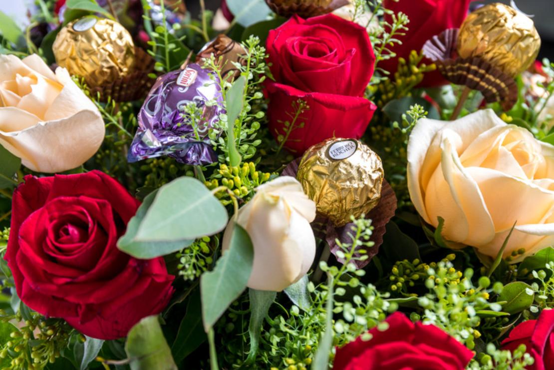 זר ורדים ושוקולד